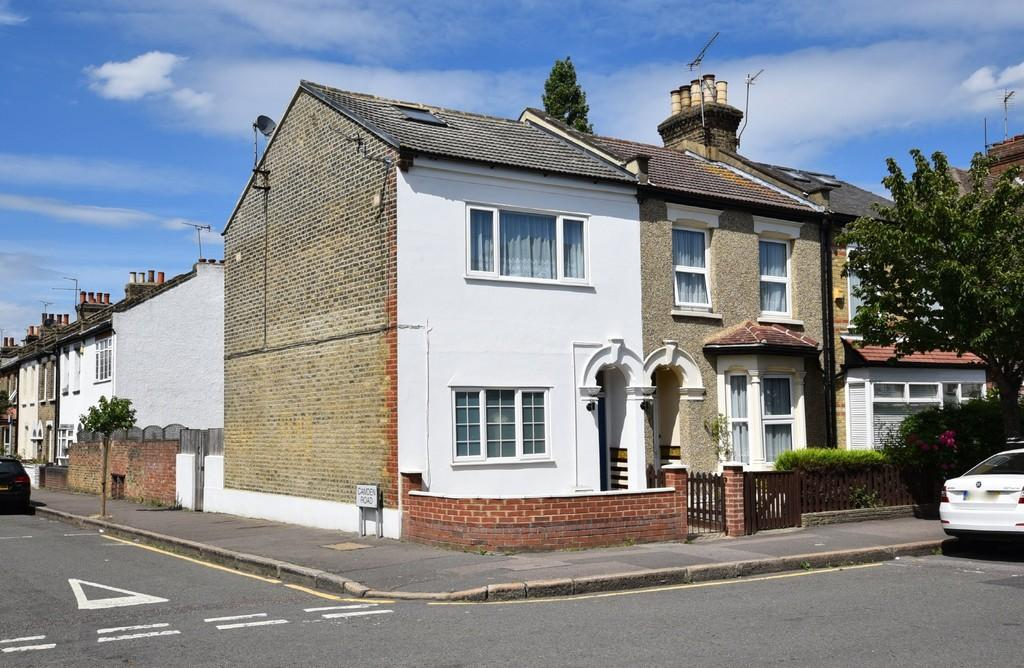1 Bedroom Flat for sale in Chester Road, Wanstead