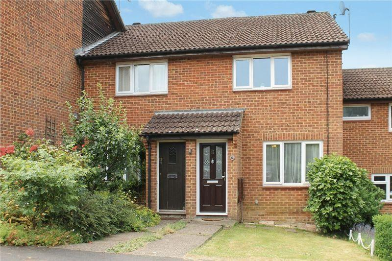 2 Bedrooms Terraced House for sale in Speedwell Close, Guildford