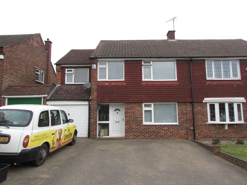 4 Bedrooms Semi Detached House for sale in Chalet Close, Bexley