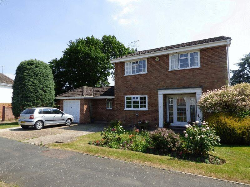 5 Bedrooms Detached House for sale in Woodhall Close, Cuckfield
