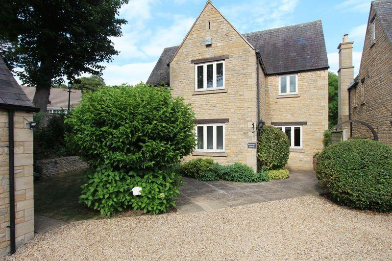 5 Bedrooms Detached House for sale in Church Lane, Seaton