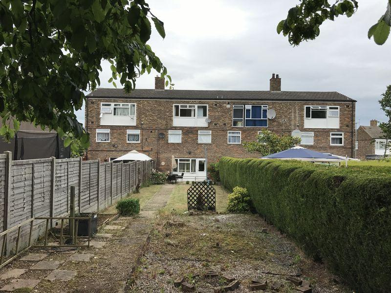 2 Bedrooms Maisonette Flat for sale in The Hornbeams, Harlow