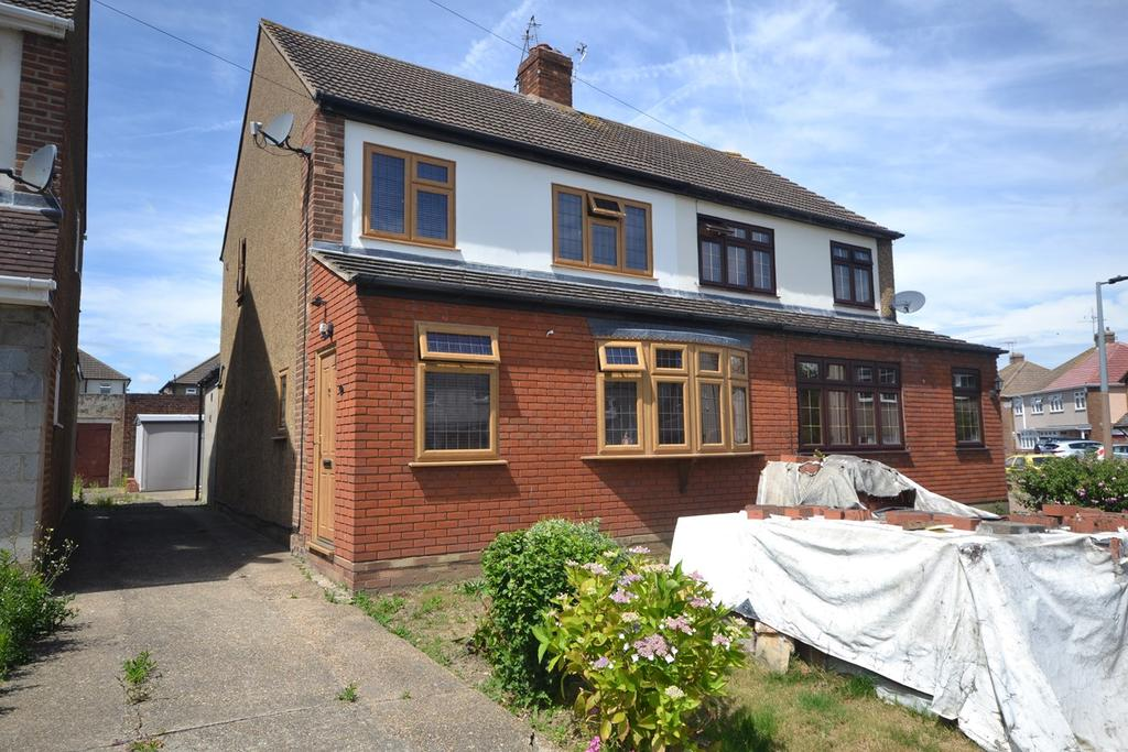 3 Bedrooms Semi Detached House for sale in Brockenhurst Drive, Stanford-le-Hope, SS17