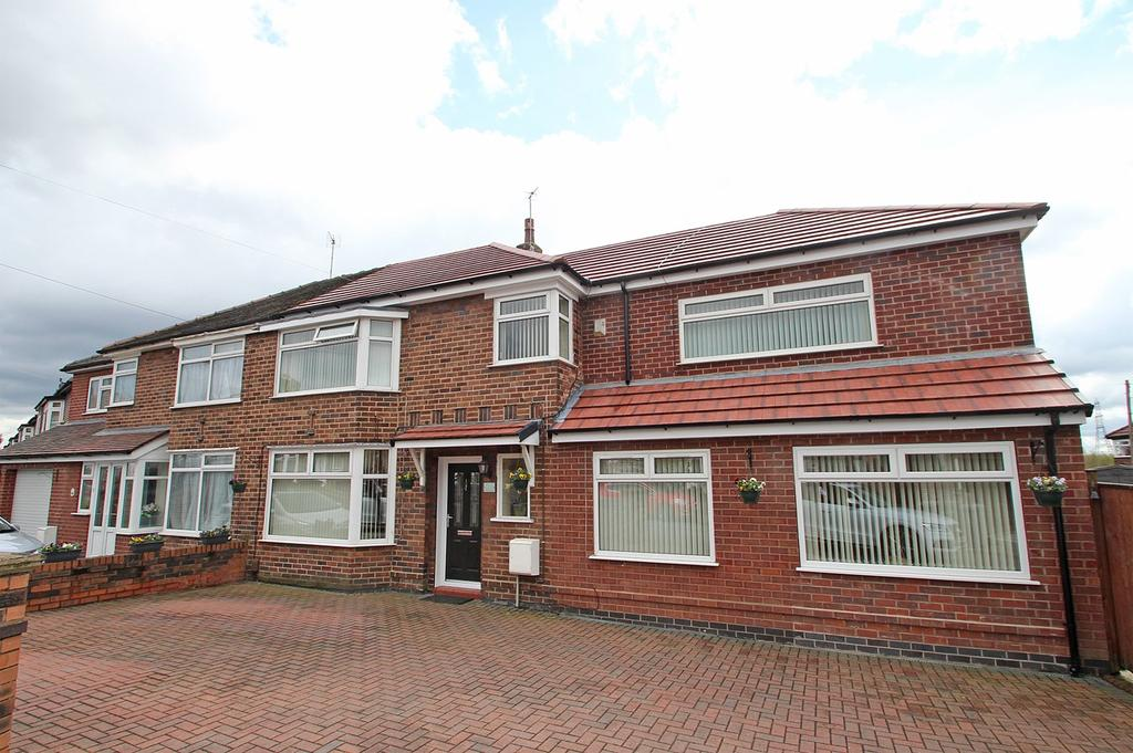 4 Bedrooms Semi Detached House for sale in Newcroft Crescent, Urmston, Manchester, M41