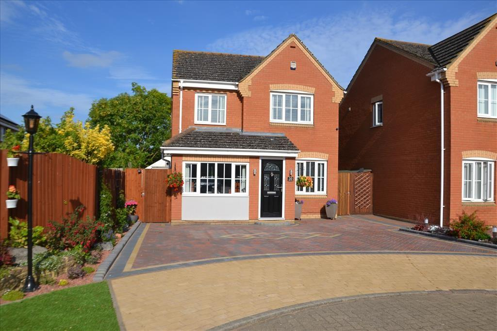3 Bedrooms Detached House for sale in Lilac Grove, Biggleswade, SG18