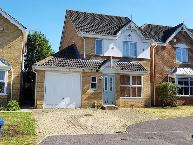 3 Bedrooms Detached House for sale in The Old Orchard, Farnham