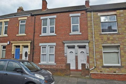 3 bedroom apartment to rent - Chirton West View, North Shields