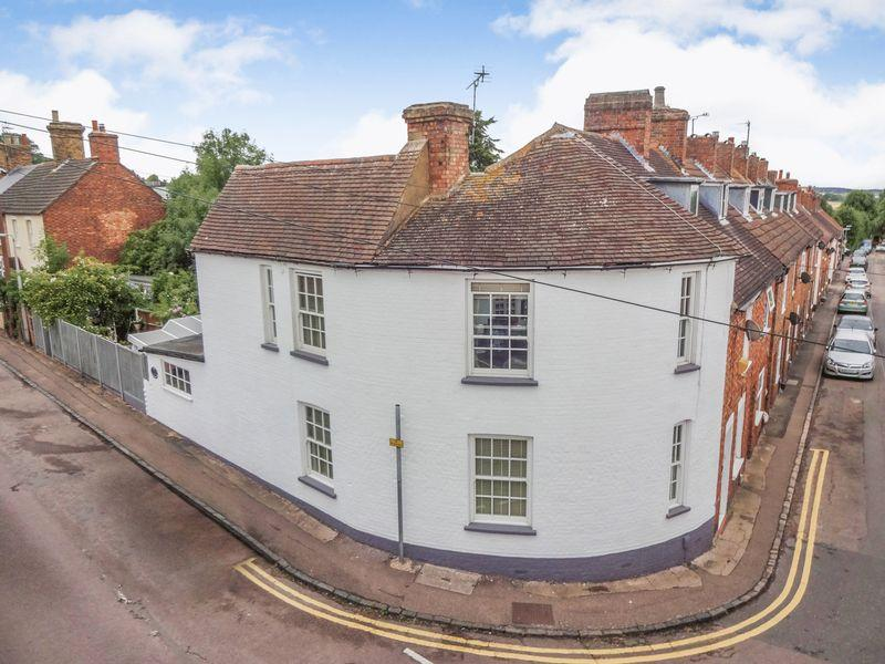 2 Bedrooms Terraced House for sale in Baker Street, Ampthill