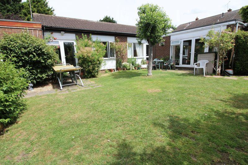 3 Bedrooms Bungalow for sale in Harlington