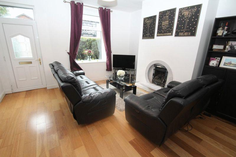 3 Bedrooms Terraced House for sale in Rochdale Road, Firgrove, Rochdale OL16 3BU