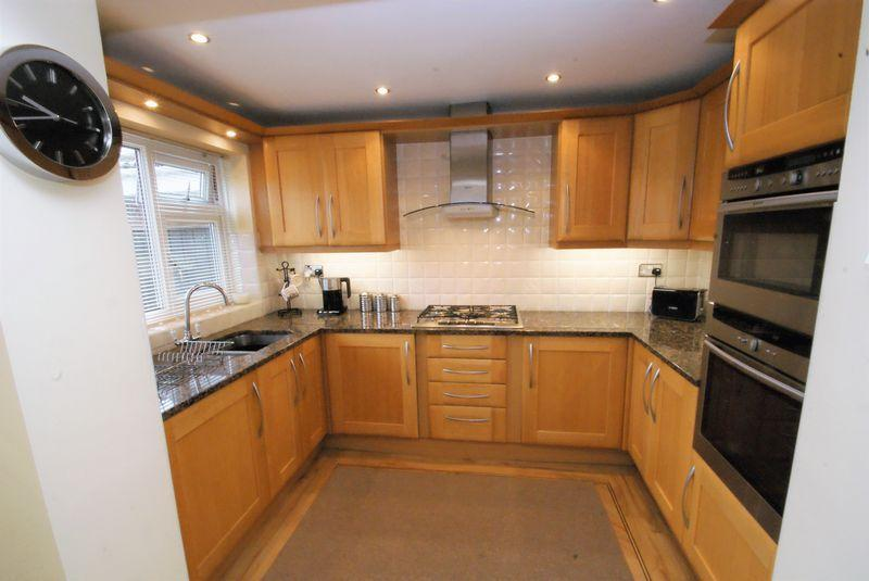 3 Bedrooms Semi Detached House for sale in Hambleton Road, Nunthorpe