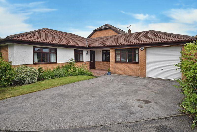 3 Bedrooms Detached Bungalow for sale in Blackbrook Close, Widnes