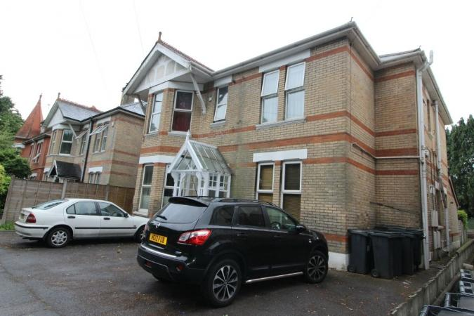 1 Bedroom Flat for sale in Richmond Park Road , Charminster