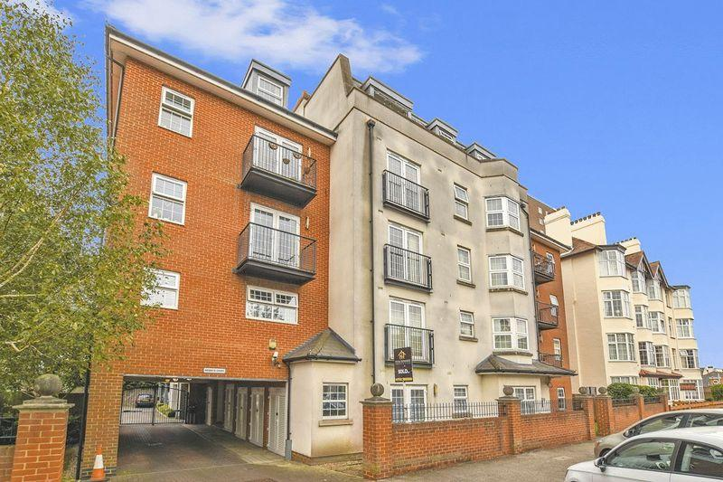 2 Bedrooms Apartment Flat for sale in Alexandra Road, Southend-On-Sea