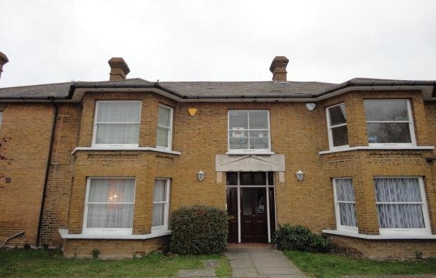 2 Bedrooms Flat for sale in Meadowlea Close, Harmondsworth, West Drayton, UB7