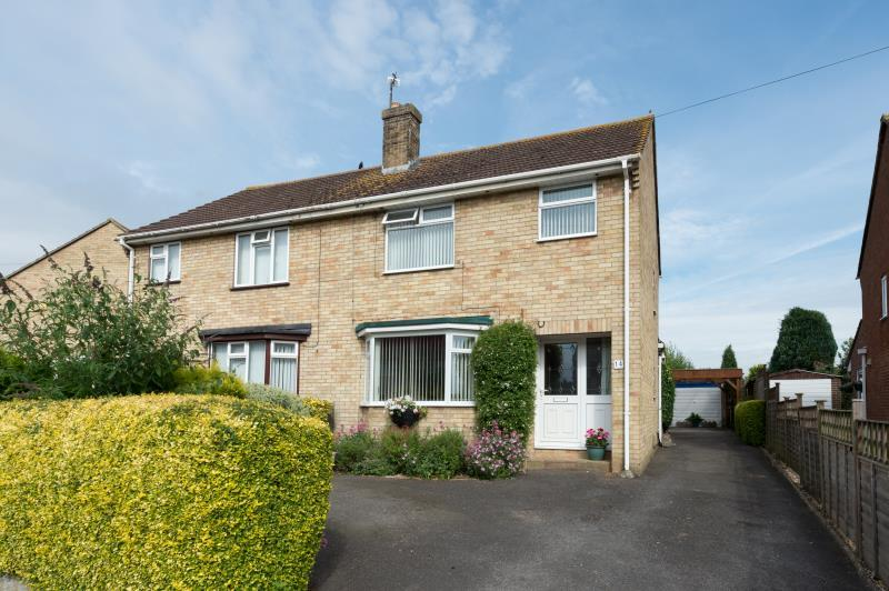 3 Bedrooms Semi Detached House for sale in South Lawn, Witney, Oxfordshire