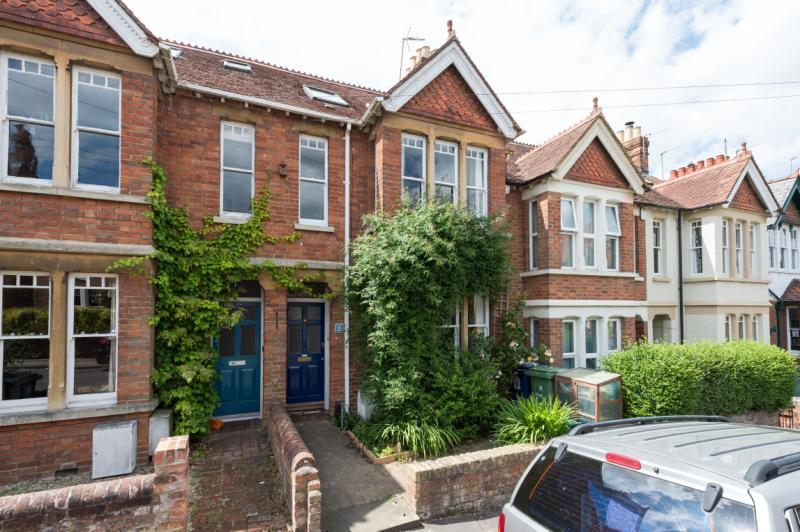 4 Bedrooms Terraced House for sale in Argyle Street, Iffley Fields, Oxford