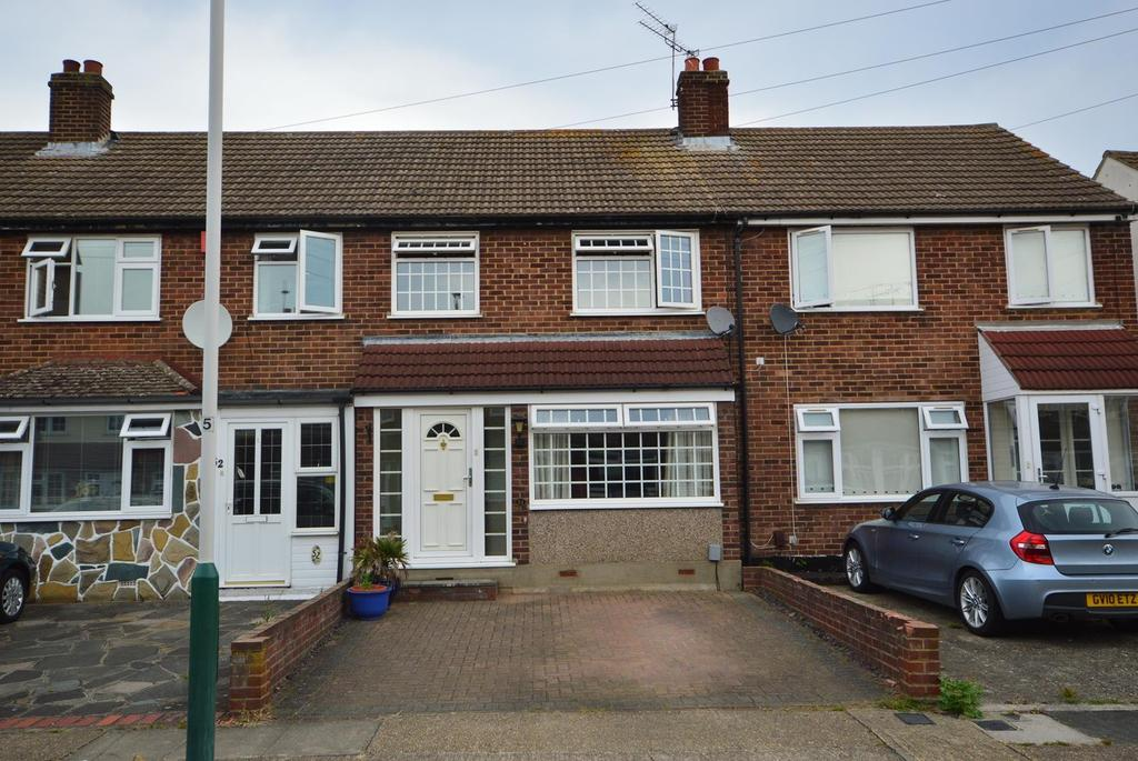 3 Bedrooms Terraced House for sale in Frinton Road, Collier Row, Romford, RM5