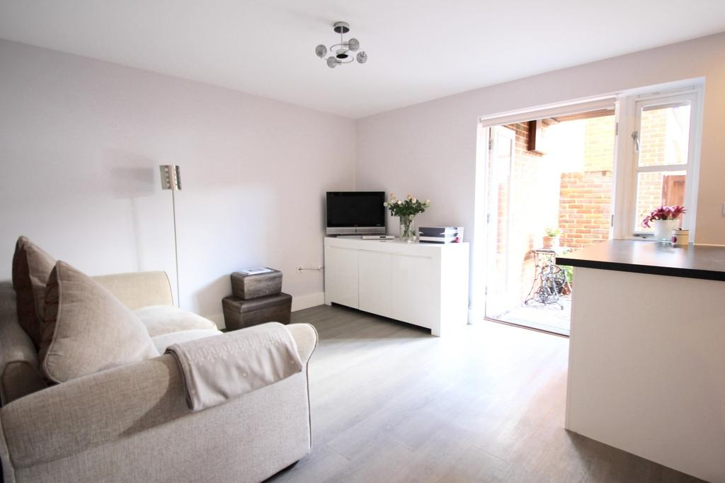 1 Bedroom Flat for sale in Crown Place