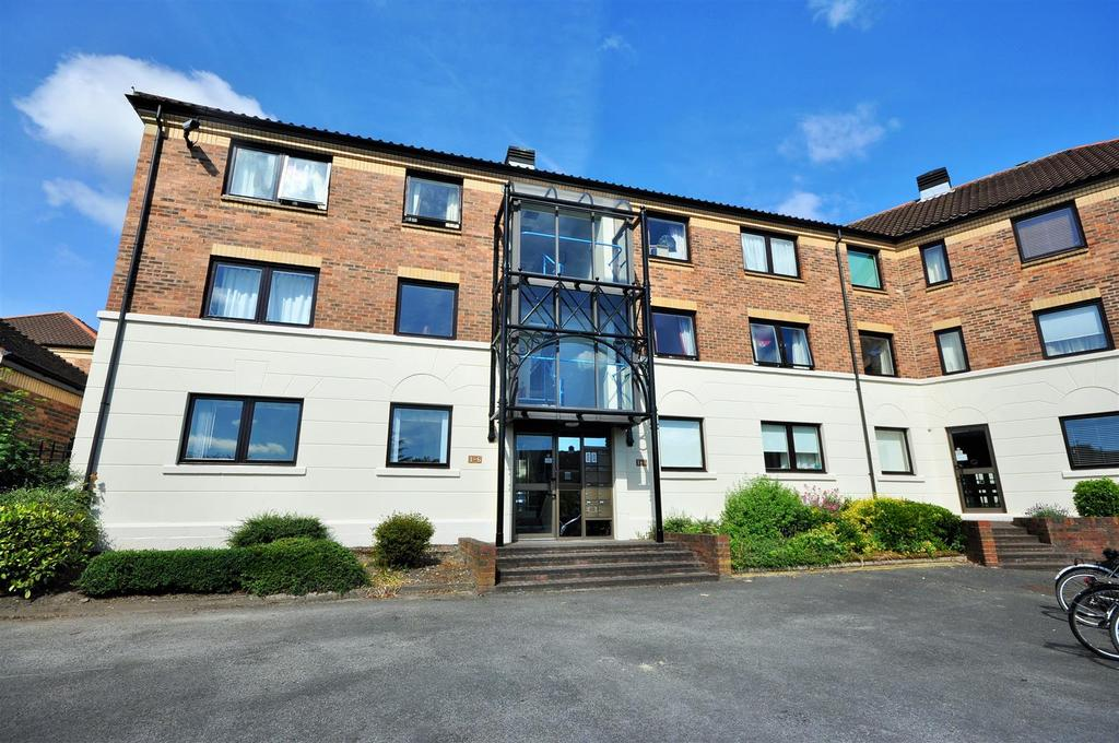 2 Bedrooms Apartment Flat for sale in Postern Close, Clementhorpe, York