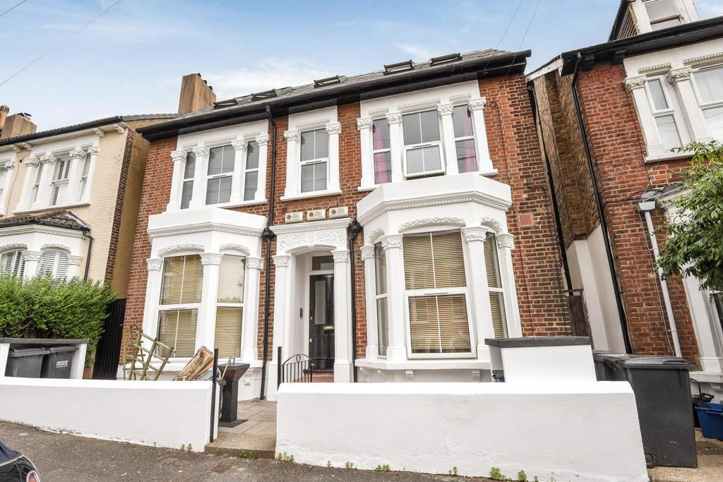 2 Bedrooms Flat for sale in High View Road, Crystal Palace, SE19