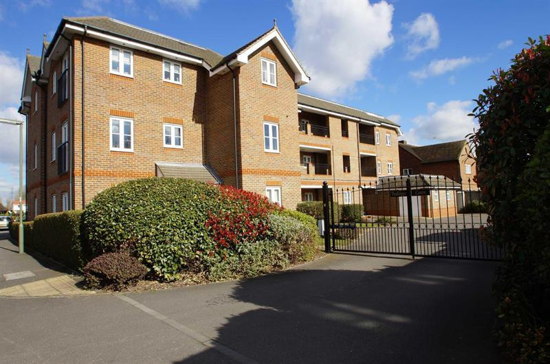 1 Bedroom Flat for sale in Cobham