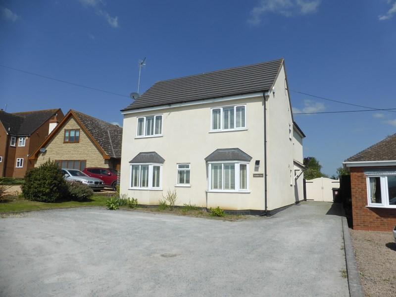 4 Bedrooms Detached House for sale in Long Hyde Road, South Littleton, Evesham