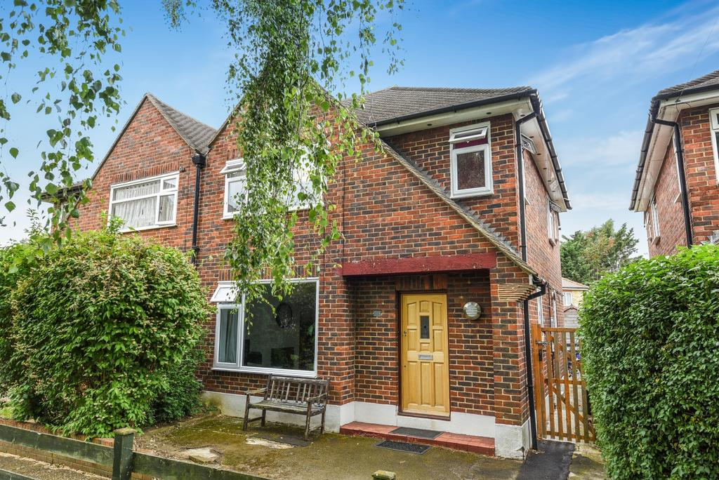 3 Bedrooms Semi Detached House for sale in Osborne Close Beckenham BR3