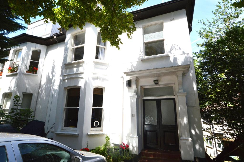 1 Bedroom Ground Flat for sale in Victoria Crescent London SE19