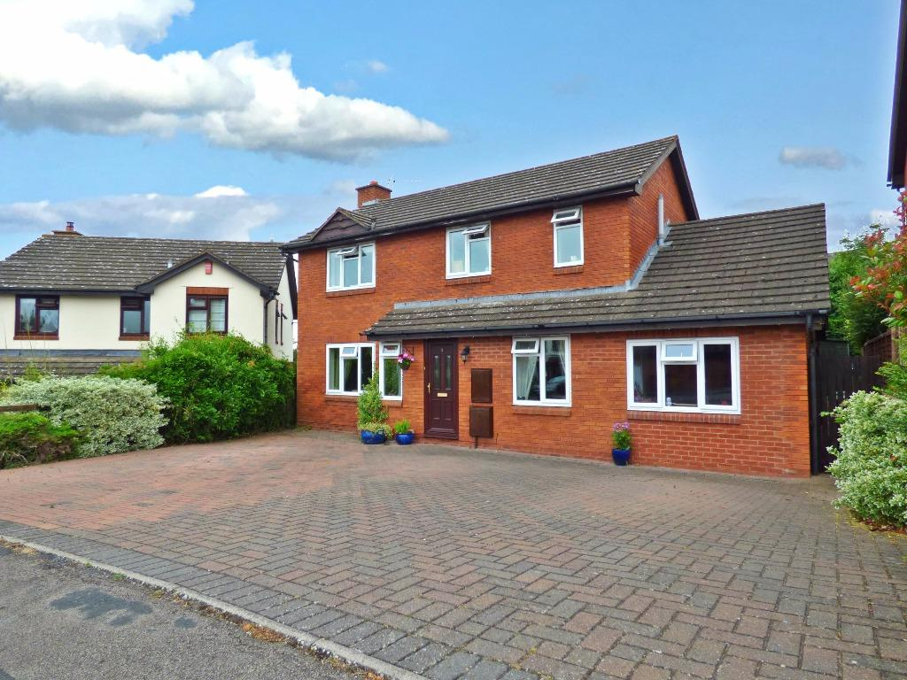 4 Bedrooms Detached House for sale in Bridle Road, Kings Acre, Hereford