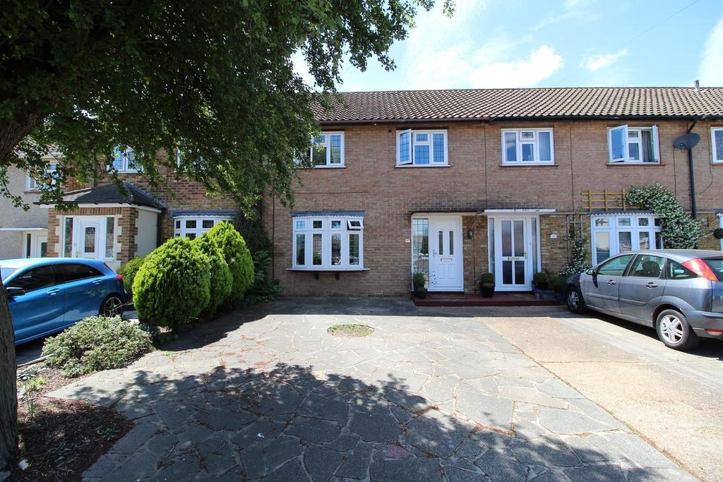 3 Bedrooms Terraced House for sale in Brunswick Avenue, Upminster, Essex, RM14