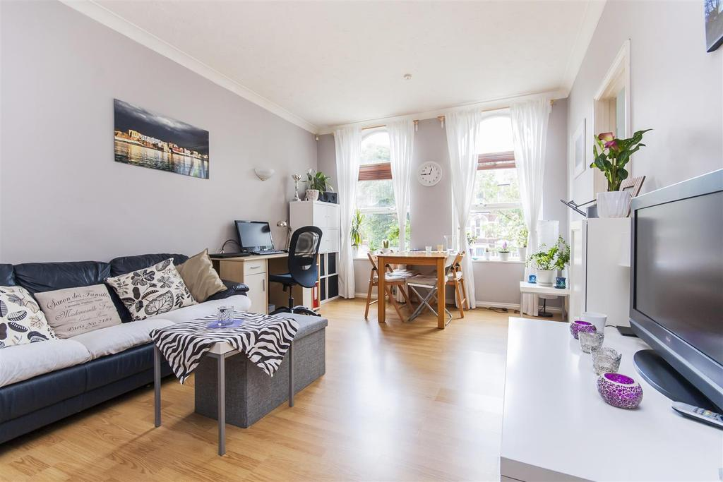 1 Bedroom Flat for sale in Salusbury Road, London