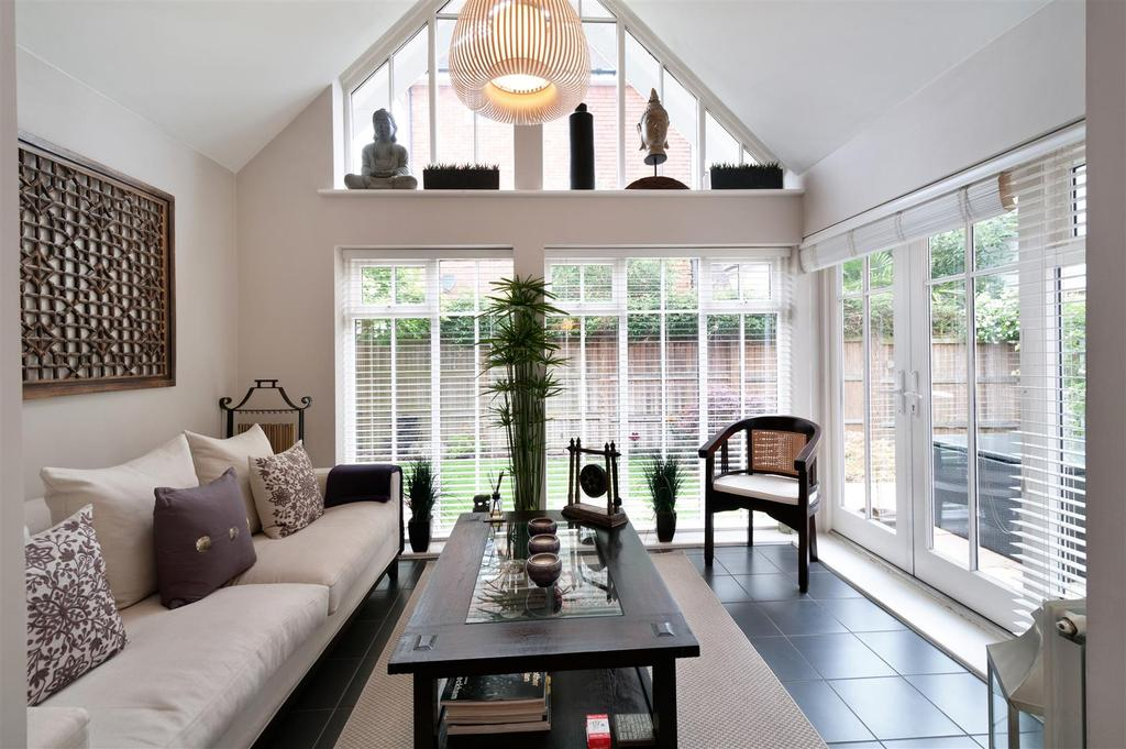 4 Bedrooms Detached House for sale in Orient Court, Kings Hill, ME19 4JH
