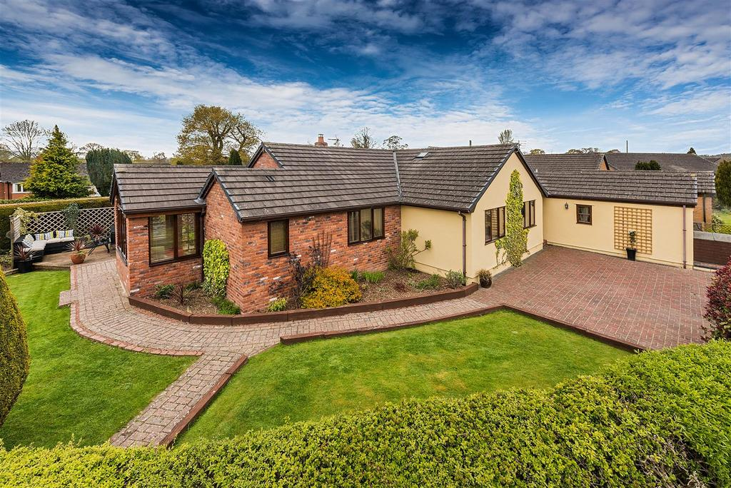 4 Bedrooms Detached Bungalow for sale in Four Crosses, Llanymynech