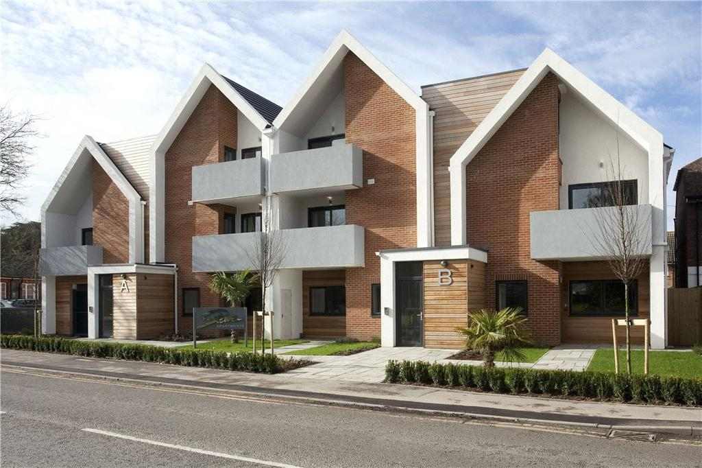 2 Bedrooms Flat for sale in Stowe Apartments, Station Road, Bourne End, Buckinghamshire, SL8