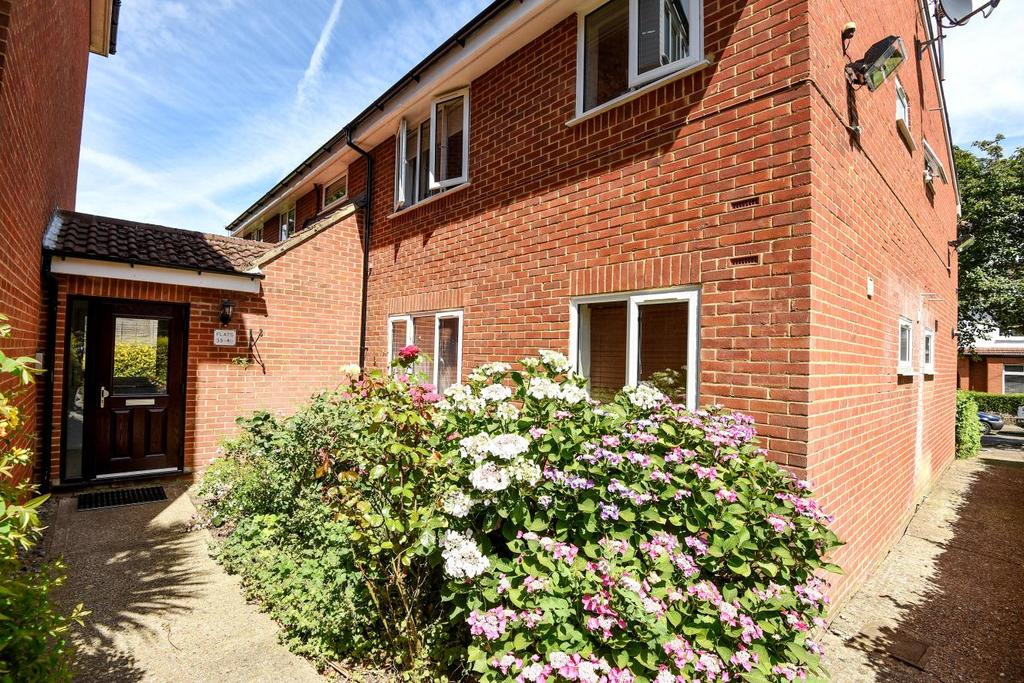 Studio Flat for sale in Newton Avenue, Muswell Hill, N10