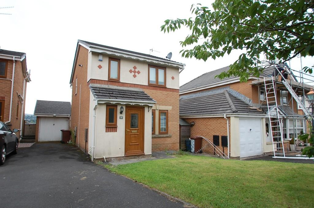 3 Bedrooms Detached House for sale in Aspen Drive, Burnley