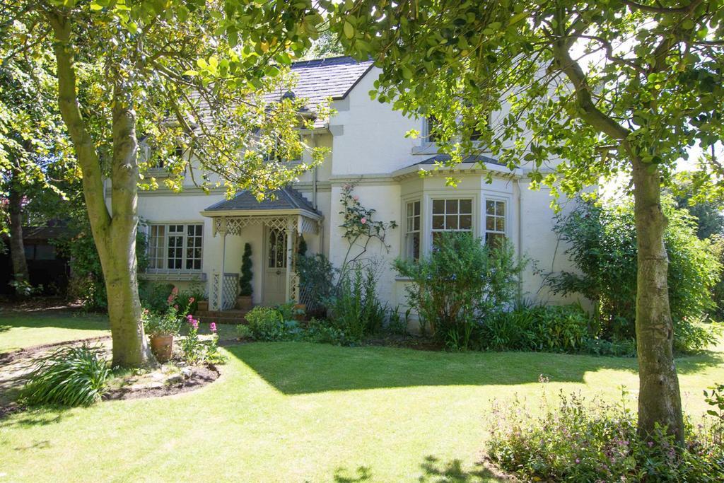 3 Bedrooms Detached House for sale in Herrington Gate Lodge, East Herrington, Sunderland