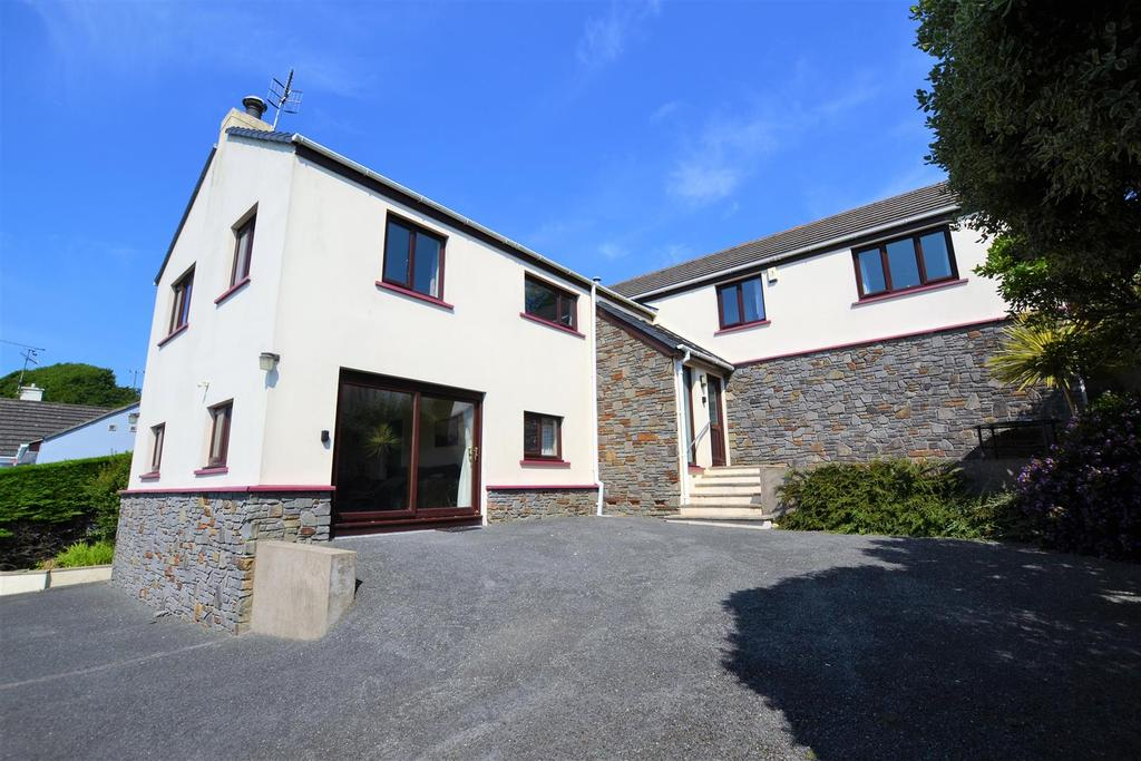 4 Bedrooms Detached House for sale in Penally