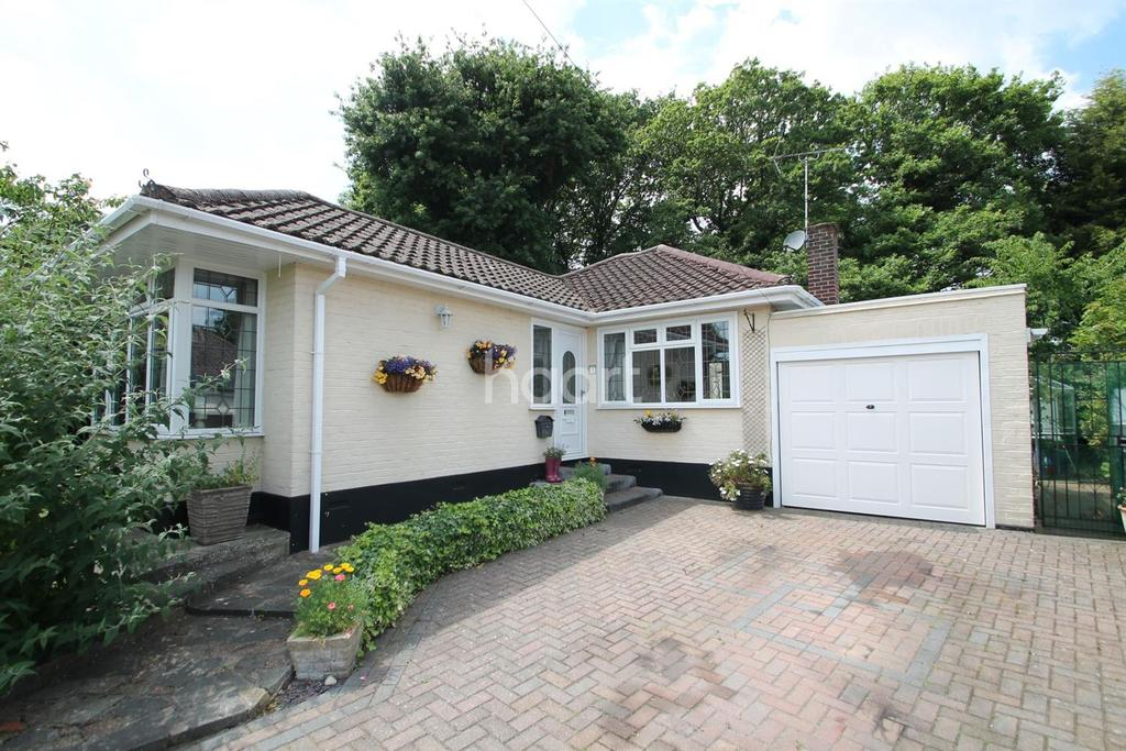 2 Bedrooms Bungalow for sale in Leigh-on-sea