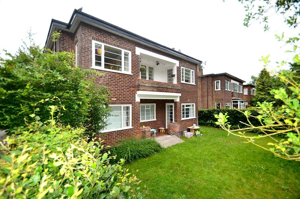 3 Bedrooms Apartment Flat for sale in Wythenshawe Road, Manchester