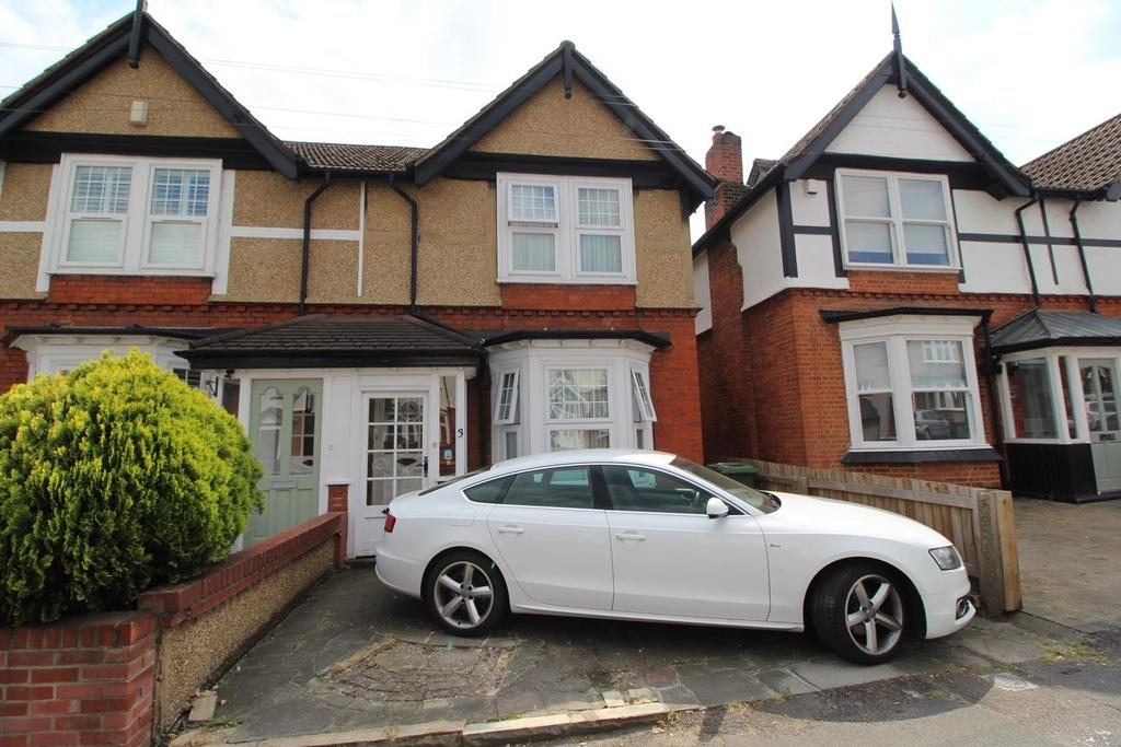 3 Bedrooms Semi Detached House for sale in Gaynes Road, Upminster, Essex, RM14
