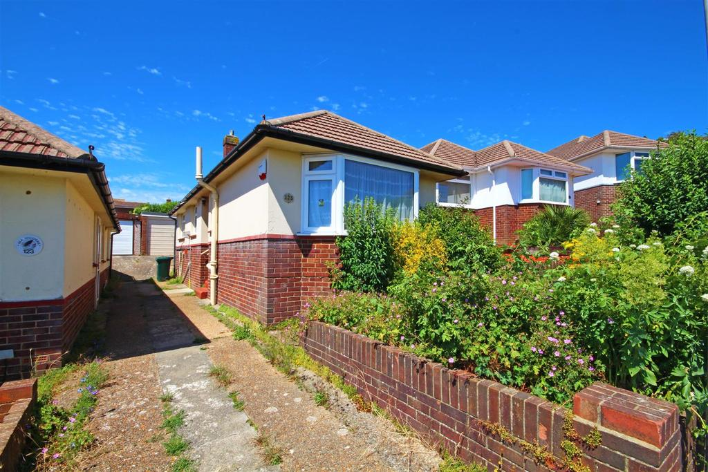 2 Bedrooms Detached Bungalow for sale in North Lane, Portslade, Brighton