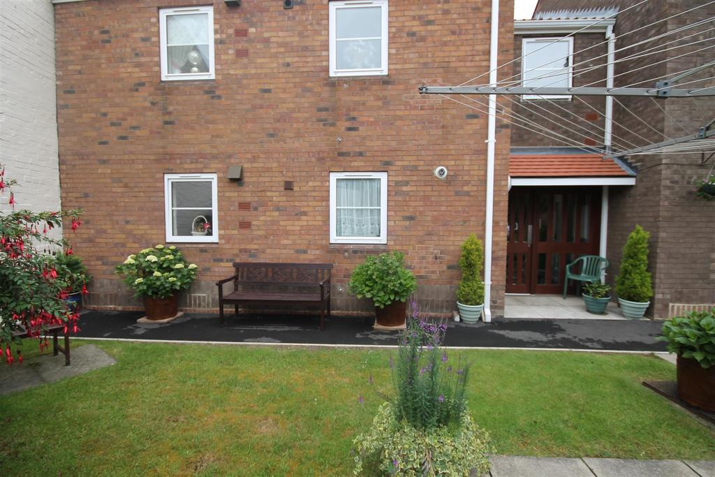 1 Bedroom Flat for sale in Crispin Court, Sedgefield, Stockton-On-Tees