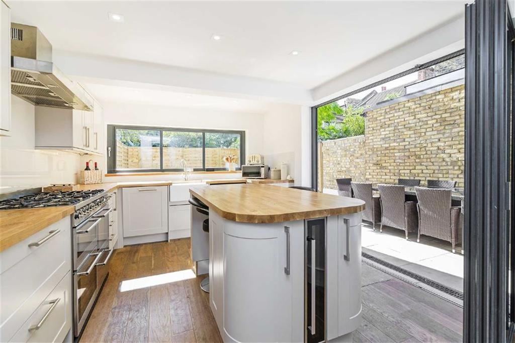 4 Bedrooms Semi Detached House for sale in Cheriton Square, Balham