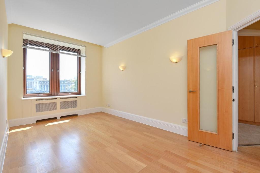 1 Bedroom Flat for sale in Belvedere Road, Waterloo, SE1