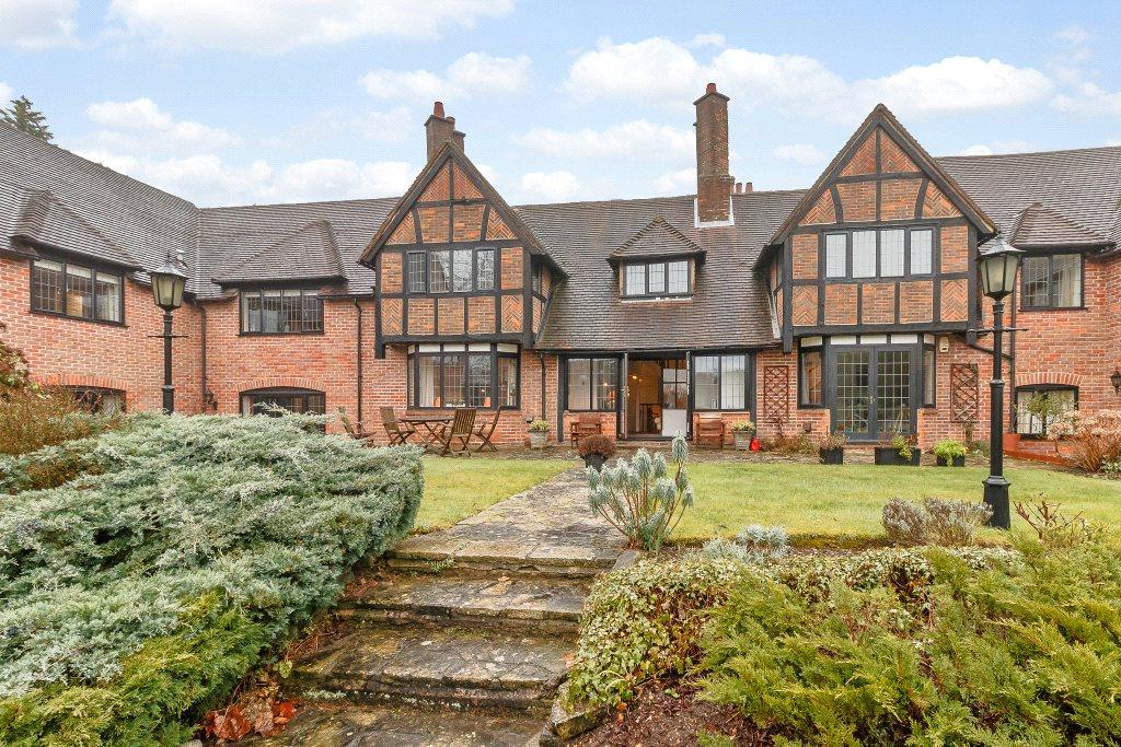 3 Bedrooms Flat for sale in Ben More, 5 Oak End Way, Gerrards Cross, SL9