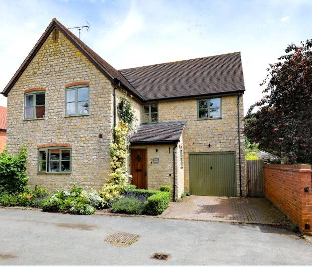 4 Bedrooms Detached House for sale in Sycamore Court, Kineton Road, Little Kineton, Warwick, CV35