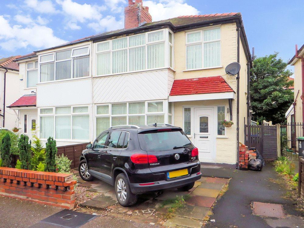 3 Bedrooms Semi Detached House for sale in Gretna Crescent, Norbreck, Thornton-Cleveleys