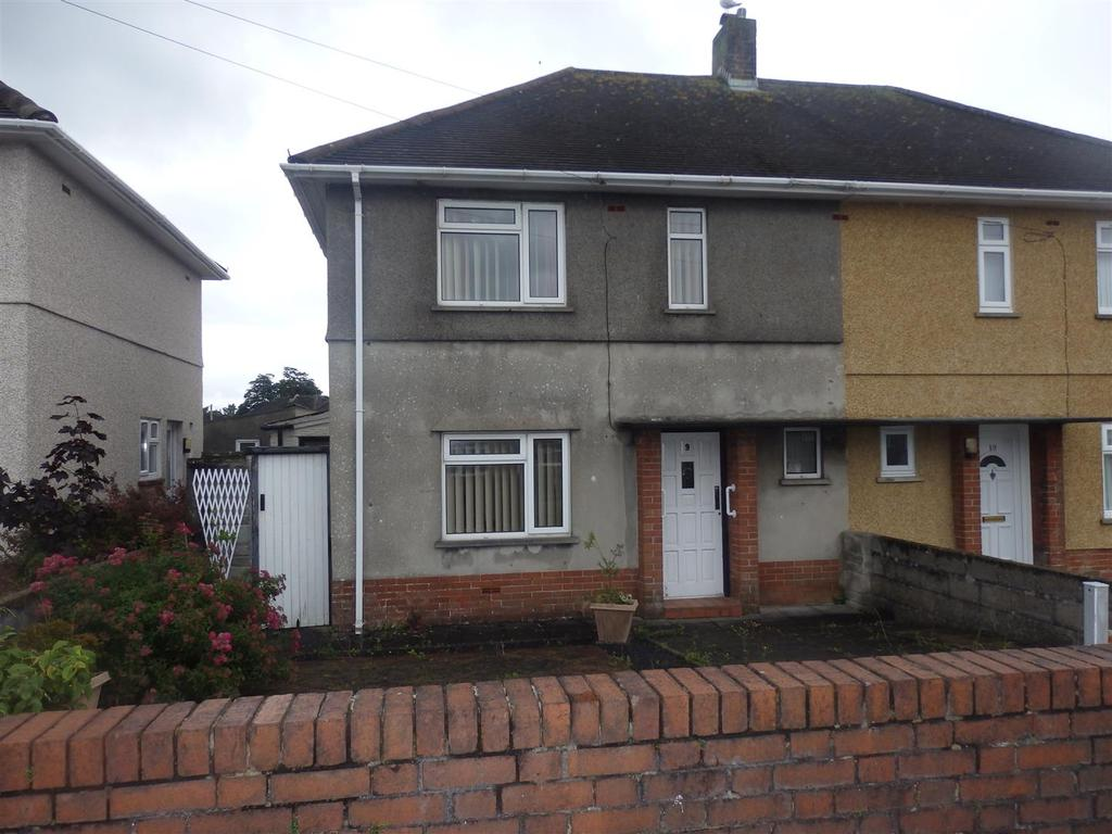 2 Bedrooms Semi Detached House for sale in Brynamlwg, Llanelli